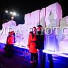 """Монгол улс, Улаанбаатар хот. 2013оны 12 дугаар сарын 31. Хуучин оноо үдэж шинэ оноо угтах он солигдох мөчид нийслэлчүүд Чингисийн талбайд цугларсан иргэд гэрэл зургаа авхуулж байна.<br /> <br /> """"Улаанбаатарын мөнгөн шөнө"""" шинэ жилийн баярын цэнгүүнд МУГЖ Т.Ариунаа, дуучин A Cool, реппер Gee, Дөлгөөн, Рокит Бэй, """"Гурван охин"""", """"Люмино"""", """"А Sound"""", """"Compass"""", """"Rec On"""", """"Colors"""", """"UFO"""", """"The Lemons"""" зэрэг 50 гаруй уран бүтээлч, хамтлаг оролцож, шинэ жилийн баярыг нийслэлийн иргэдтэйгээ хамт өнгөрөөсөн юм.<br /> <br /> Он солигдох мөчид """"Улаанбаатарын мөнгөн шөнө"""" цэнгүүнд хүрэлцэн ирсэн зочид төв талбайг дүүргэн байлаа.ГЭРЭЛ ЗУРГИЙГ БЯМБАСҮРЭНГИЙН БЯМБА-ОЧИР"""