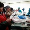 """Монгол улс, Улаанбаатар хот. 2013 оны 10 дугаар сарын 29.  Нийслэлийн Засаг даргын санаачлагаар """"Нийслэлийн өдөр""""-ийг тохиолдуулан зарласан """"Урамтай урамшуулал, хэмнэлттэй хямдрал"""" баярын худалдаа эхэллээ.  Хямдралтай худалдаанд 50 гаруй аж ахуйн нэгж оролцож байгаа бөгөөд Хан-Уул дүүрэгт Яармаг худалдааны төв, Сүхбаатар дүүрэгт 15-р хорооны талбай, Сонгинохайрхан дүүрэгт  Ханын материал, Дүүхээ төвийн талбай, Баянгол дүүрэгт Энэбишийн гудамж, Чингэлтэй дүүрэгт """"Нарантуул-2"""" худалдааны төв талбай, Баянзүрх дүүрэгт Жуковын талбай болон Их эзэн Чингисийн талбайд болж байна. Хямдралтай худалдааг нээж нийслэлийн Засаг дарга """"Бид нийслэлийнхээ өдрөөр анх удаа иргэддээ зориулан хямдралтай худалдаа зохион байгуулж байна. Цаашид уламжлал болгон зохион байгуулах хямдралтай худалдаанд идэвхитэй оролцож, үйлчлүүлээрэй"""" гээд  хямдралын цан цохиж, худалдааг нээлээ. Энэ  үеэр """"Махмаркет"""" ХХК 50 тн хонины мах  1кг - 3700 төгрөг,  ямааны мах 1кг – 2700  төгрөг, дайврын таташ 1кг – 1100 төгрөгөөр хямдралтай, урамшуулалтай худалдаа зарласан цэг бүрт зарна.  Мөн """"Алтан жолоо трейд"""" ХХК-аас БЗД-ийн Хүүхэд асран хүмүүжүүлэх төвийн хүүхдүүдэд  иж бүрэн тоглоом, """"Дархан нэхий"""" ХК  зам талбайн үйлчлэгч нарт ажлын бээлий бэлэглэж, """"Макс хүнс"""" ХХК-аас Асрамжийн газрын 20 хүүхдэд  500 мянган төгрөгийн хадгаламж бүхий """"Хадгаламжийн дэвтэр"""" гардуулна<br /> <br /> ГЭРЭЛ ЗУРГИЙГ БЯМБАСҮРЭНГИЙН БЯМБА-ОЧИР"""