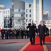Монгол улс, Улаанбаатар хот. 2013 оны 10 дугаар сарын 25. Монгол Улсын Ерөнхийлөгч Ц.Элбэгдорж Канад Улсын Амбан захирагч Эрхэмсэг ноён Дэвид Жонстон нар хүндэт харуулын өмнө алхаж байна. Канад Улсын Амбан захирагч Эрхэмсэг ноён Дэвид Жонстон, гэргийн хамт 10 дугаар сарын 24-26-нд Монгол Улсад төрийн айлчлал хийж байна.