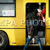 """Монгол улс, Улаанбаатар хот. 2014 оны 1 дүгээр сарын 08.   """"Автобус-1"""" компанийн ажилчид ажил хаялт зарлаж байна. Тэдний ийн ажил хаях болсон шалтгаан нь удирдлагуудаа солихыг шаардаж байгаатай нь холбоотой ажээ. Учир нь ажилчид болон удирдлагуудын хооронд цалин мөнгөний асуудал үүссэн юм байна. Гэхдээ цалингаа нэмүүлэхтэй холбоогүй аж.<br /> <br /> Учир нь, өнгөрсөн арванхоёрдугаар сард """"Автобус 1""""-т Аудитын шалгалт хийсэн байна. Шалгалтаар 53 хүний амралтын мөнгийг дутуу бодсон байжээ. Тиймээс шүүхийн шийдвэр гарч, гурван сая төгрөгийг тус 53 хүн буцаан олгуулсан байна. Гэтэл өнгөрсөн арванхоёрдугаар сарын цалинг нь бодохдоо буцаан олгосон мөнгөө суутгаж авсан байжээ. Иймээс тус газрын удирдлагыг солихыг шаардан ийнхүү ажилчид нь ажил хаялт зарлаад байна.<br />  ГЭРЭЛ ЗУРГИЙГ БЯМБАСҮРЭНГИЙН БЯМБА-ОЧИР"""
