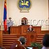 Монгол улс, Улаанбаатар хот. 2013 оны 10 дугаар сарын 25. Монгол Улсын Ерөнхийлөгчийн урилгаар манай улсад төрийн айлчлал хийж буй Канад Улсын Амбан захирагч, эрхэмсэг ноён Дэвид Жонстон Монгол Улсын Их Хурлын хүндэтгэлийн хуралдаан дээр үг хэлж байна. Эрхэмсэг ноён Дэвид Жонстоны Монгол Улсад хийж буй айлчлал нь Канад Улсын Амбан захирагчийн манай улсад хийж буй анхны Төрийн айлчлал болж буй юм. Түүнийг дагалдан Канад Улсаас Монгол Улсад суугаа Онц бөгөөд бүрэн Эрхт Элчин сайд Грегори Гөүлдхок, тус улсын парламентын гишүүн, Парламентын Нарийн бичгийн дарга Чунгсен Леунг, парламентын гишүүн Өрл Дреешен, Скот Симмс, Уай Янг нарын албаны зочид айлчлалын бүрэлдэхүүнд багтсан байна.
