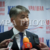 Монгол улс, Улаанбаатар хот. 2013 оны 10 дугаар сарын 27.  МАН-ын гишүүн Ж.Энхбаяр ярилцага өгч байна. Монгол Ардын намын 27-р Их хурал соёлын төв өргөөнд эхэллээ. Их хурлыг удирдан явуулж буй тус намын гишүүн, хурал зохион байгуулах комиссын дарга Д.Дэмбэрэл хурлын эхэнд энэ удаагийн Их хурлаар хэлэлцэх ерөнхий асуудлууд, хурлын хөтөлбөрийг танилцуулав. Танилцуулснаар, Их хурлаар есөн үндсэн асуудал хэлэлцэх бөгөөд үүнд, МАН-ын дарга Ө.Энхтүвшингийн улстөрийн илтгэл, Мандатын комиссын илтгэл, намын 26-р Их хурлаас хойш хийж гүйцэтгэсэн ажлын тайлан, Хяналтын ерөнхий хорооны тайлан, МАН-ын дүрмийн асуудлаарх салбар хуралдааны мэдээлэл сонсох, Намын дүрэмд өөрчлөлт оруулах тухай салбар хуралдааны мэдээлэл сонсох, Монгол Улсын 2021 он хүртэлх хөгжлийн зорилт, Намын үйл ажиллагааны шинэчлэлийн талаарх дүгнэлт, Зохион байгуулалтын асуудал зэрэг багтжээ. Их хурлаас гол хүлээлт үүсгээд буй зохион байгуулалтын асуудалд Монгол Ардын намын даргыг сонгох тухай, Бага хурлын гишүүдийг сонгох тухай, Хяналтын ерөнхий хорооны гишүүдийг сонгох тухай гэсэн асуудал багтжээ. Их хурал гурван өдөр үргэлжилж, аравдугаар сарын 29-нд өндөрлөх юм. <br /> ГЭРЭЛ ЗУРГИЙГ БЯМБАСҮРЭНГИЙН БЯМБА-ОЧИР