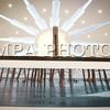 """Монгол улс, Улаанбаатар хот. 2014 оны 1 дүгээр сарын 16. Байгалийн зургаар дагнасан бүтээл туурвидаг  Б.Баяр гэрэл зурагчны """"Миний сэтгэгдэл"""" байгалийн гэрэл зургийн үзэсгэлэн  """"Blue Mon"""" галлерэйд нээлтээ хийлээ.<br /> Энэ үзэсгэлэнд ирснээр өөрийх нь гаргасан номыг гарын үсэгтэйгээр нь авах ховорхон боломж тохиож байгаа юм. Энэ ном нь Монгол орны байгалийн үзэсгэлэнт газрууд болон дэлхийн томоохон газруудын гэрэл зургийг  багтаасан ном байгаа."""