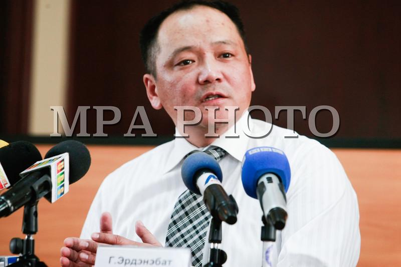 """Монгол улс, Улаанбаатар хот. 2014 оны 1 дүгээр сарын 10.   Өнөөдөр УЕПГ-аас Улсын Ерөнхий Прокурорын орлогч, Төрийн Хууль Цаазын Шадар зөвлөх, Г.Эрдэнэбат """"Авлигтай тэмцэх газар""""-аас шалгасан зарим хэргийн шийдвэрлэлтийн талаар мэдээлэл хийлээ. <br /> MPA PHOTO/ Б.БЯМБА-ОЧИР"""