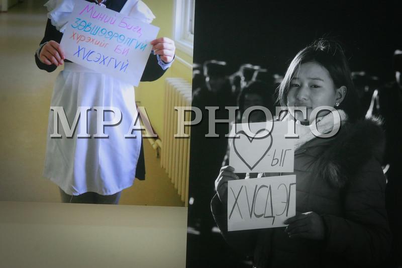 """Монгол Улс, Дундговь аймгийн Дэлгэрцогт сум. 2014 оны 1 дүгээр сарын 21.  <br /> """"Гүнж"""" төв, """"Хөөрхөн зүрхнүүдийн аян"""" ТББ хамтран охидын эсрэг бэлгийн хүчирхийллийг таслан зогсоох зорилгоор """"Охид хүчирхийллийн бай биш"""" сэдэвт аян зохион байгуулж байгаа билээ. <br /> Аяны хүрээнд зорилгоор """"Охид хүчирхийллийн бай биш"""" сэдэвт гэрэл зургийн үзэсгэлэн 17-21 ны өдрүүдэд Монголын урлагын зөвлөлийн Хаан банк дахь """"Улаан гэр"""" арт галерэйд болж байна. <br /> Мөн олон нийтэд дуу хоолойгоо хүргэх зорилгоор """"Охидын эрхийн дуу"""" бүтээжээ. Тус уран бүтээлийг дуучин Д.Маралжингоо болон """"Honeymoon"""" хамтлаг дуулж олон нийтэд хүргэх юм байна. Дууны клипэнд 4200 охин эрхийнхээ төлөө тэмцэж, флаш моб хийж оролцох аж. Мөн 200 охиныг хамруулсан """"Охидын эрхийн форум""""-ыг ирэх сарын 24-нд зохион байгуулах төлөвлөжээ. Энэхүү формын үеэр охидын бэлгийн хүчрхийлэлд төр засаг анхаарлаа хандуулах, Гэр бүлийн тухай хуулинд энэ талын зүйл заалтыг суулгах талаар хэлэлцэх юм.<br /> <br /> <br /> MPA PHOTO/ Б.БЯМБА-ОЧИР"""