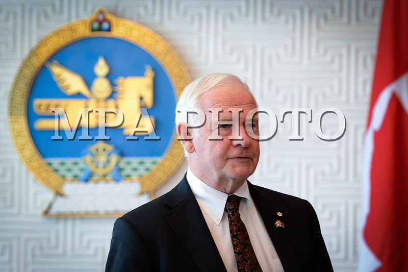Монгол улс, Улаанбаатар хот. 2013 оны 10 дугаар сарын 25. Канад Улсын Амбан захирагч, эрхэмсэг ноён Дэвид Жонстон, гэргий эрхэмсэг хатагтай Шэрон Жонстоны Монгол Улсад хийж буй төрийн айлчлал хийв. ГЭРЭЛ ЗУРГИЙГ Б.ЧАДРААБАЛ