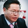 """Монгол улс, Улаанбаатар хот. 2013 оны 11 дүгээр сарын 20. Монголын үндэсний олон нийтийн телевизийн дарга Ч.Даваабаярыг эсэргүүцсэн ажилчид нь түүнийг огцрох ёстой гэдэг шаардлагыг тавьж буй юм. Ч.Даваабаярын хувьд албан тушаалаасаа тийм ч амархан огцрохыг хүссэнгүй, нотлох баримтаа гаргаж тавихыг """"эсэргүү  бүлэг""""-ийнхнээс шаарджээ. Энэ талаар тэбээр өнөөдөр мэдээлэл хийв. ГЭРЭЛ ЗУРГИЙГ БЯМБА-ОЧИР"""