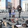 """2016 оны дөрөвдүгээр сарын 7. Монголын Залуучуудын Холбоо өнгөрсөн оны 3-р сараас """"Хулгайчгүй Монгол"""" үндэсний хөдөлгөөнийг орон даяар өрнүүлж эхлэсэн. Олон хүн дэмжиж, нэгдэж буй Монгол төрийн босгыг өндөрсгөх зорилготой тус хөдөлгөөний хүрээнд 100 хар үйл явдал, Хар Цагаан жагсаалт гаргахаа илэрхийлсэн нь нийгэмд хүлээлт үүсгээд байгаа.<br /> <br /> Тэгвэл 1992 оноос хойш өнөөг хүртэл улс орны нийгэм, эдийн засаг болоод ард иргэдийн амьдралд хамгийн их уршиг дагуулсан """"100 хар үйл явдал""""-ыг 2016. 04.07-нд буюу энэ Пүрэв гарагт олон нийтэд маш сонирхолтой байдлаар зарлахаар боллоо.<br /> <br /> Үг хэлэх, үзэл бодлоо илэрхийлэх, хэвлэн нийтлэх эрх чөлөө улам бүр хумигдаж, хүний эрх зөрчигдөж, иргэдийн амьдрал улам бүр доройтож, цагдах, хорих, баривчлах, эрх хасах, ажлаас халах, торгууль ногдуулах зэрэг үгс л илүү хүчтэй сонсогдох болсон нь хатуу үнэн. Харин энэ бүх айдас гутланд байхгүй гэж тэд үзжээ. Тиймээс Хулгайчгүй """"Монгол хөдөлгөөн""""-ийхөн энэ 4 сарын 07-нд 100 хар үйл явдлыг албан ёсоор зарлахын зэрэгцээ хөгжлийн гарц хайсан гутлын жагсаал зохион байгуулахаар болсон байна. Жагсаалд """"нэгдсэн"""" гутал бүрийн цаана хэлэх санаа, тулгарсан асуудал байгаа бөгөөд уг жагсаалаас хүний эрх, өнөөгийн нийгмийн өнгө төрх гээд олон зүйлийг харж болох аж.<br /> <br /> Жагсаал хүн бүрт нээлттэй бөгөөд тус жагсаалд очихдоо нэг илүү гутлаа сугавчлаад очиход л болох нь. Хэрвээ та ажлаа хийгээд, хичээлдээ суугаад завгүй байсан ч гутлаа илгээгээд үзэл бодлоо илэрхийлэх боломжтойг ч """"Хулгайчгүй Монгол"""" хөдөлгөөнийнхөн дуулгалаа. ГЭРЭЛ ЗУРГИЙГ Б.БЯМБА-ОЧИР/MPA"""