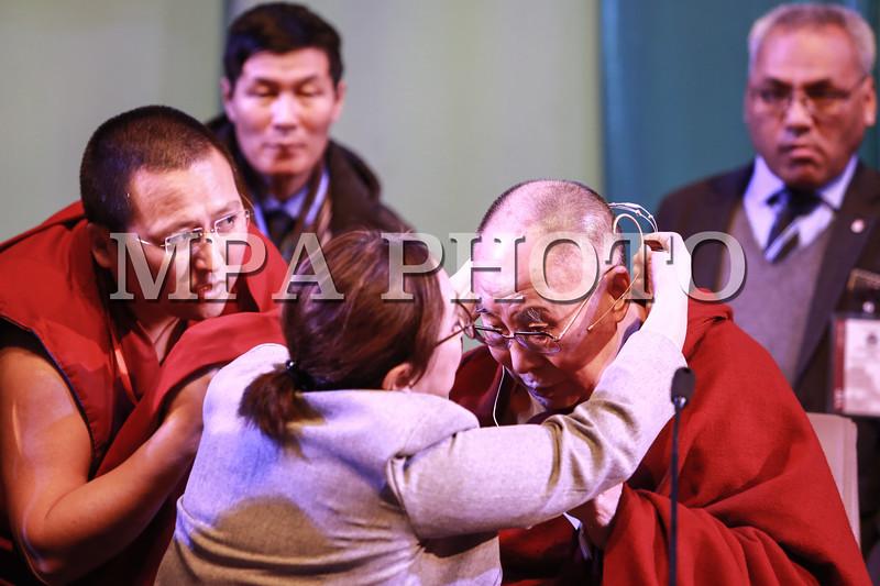 2016 оны Арваннэгдүгээр сарын 22. <br /> Дээрхийн Гэгээнтэн XIV Далай лам их, дээд сургуулиудын  оюутан залуучуудтай уулзалт хийж байна. <br /> ГЭРЭЛ ЗУРГИЙГ Б.БЯМБА-ОЧИР/MPA