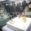 """2016 оны дөрөвдүгээр сарын 01.  Монголын Үндэсний Музейгээс 2016 онд монголчуудын уламжлалт соёлын өвөөс цуврал үзэсгэлэн гаргаж байгаа билээ. Энэ хүрээнд өнгөрсөн сард """"Хөөрөг даалин"""" үзэсгэлэнг нээсэн бол өнөөдөр """"Монгол тамга"""" үзэсгэлэнгийн нээлт боллоо.<br /> <br /> Үзэсгэлэнг нээж тус музейн захирал Д.Сүхбаатар хэлэхдээ, """"Аливаа улсын бүрэн эрхт байдал, тусгаар тогтнолын бэлгэдэл, төрийн бодлого үйл ажиллагааны батламж болдог тамга, түүнийг судлах нь түүхэн үйл явдлыг баримтаар нотлох ихээхэн ач холбогдолтой. 1971 онд Улсын Архивын хэрэг эрхлэх газрын харьяа Түүхийн төв архиваас тухайн үеийн Хувьсгалын музейд 1000-аад тамга шилжүүлсэн байдаг. Энэ үеэс Монголын Үндэсний музей тамганы тусгай сан хөмрөгтэй болсон түүхтэй. Юань гүрнээс хойш Чингис хааны  үе залгамжилсан хаадуудын илгээж байсан ил захидал, түүнд дарсан дардсыг нь нэн эртний төрийн тамгад тооцож байгаа. Түүнээс гадна Богд хаант Монгол улсын үеийн төрийн тамга байна. Соёмбо үсгийг хэрэглэснээс хойшхи төрийн тамганы хэв шинжийг одоогийн тамга залгамжилж авсан. Тиймээс монголчуудын өв соёл, тусгаар тогтнолын баталгаа болсон тамгыг цаашид судлах судлаачдыг бэлтгэх хэрэгтэй"""" гэв.<br /> <br /> Үзэсгэлэнд дундад эртний үеэс XX зууны эхэн үед холбогдох үе үеийн Монгол төрийн бодлого, үйл ажиллагаанд хэрэглэж байсан  нийт 1500 орчим тамга, тэмдгээс судалгааны ач холбогдол, үзэгчдэд таашаал өгөх өнгө үзэмж зэргийг харгалзан 100 гаруй тамгыг сонгон дэлгэжээ. Тухайлбал, Их Юань улсын аялан явах цэргийн мянганы ноёны газрын тамга, Монгол Улсын элчин харилцаанд холбогдох тамганууд, Нийслэл Хүрээний голын чойжон сахиусны хувраг тушаалтныг захирах тамга зэрэг олон сонирхолтой түүх өгүүлэх тамганууд багтаж байна.<br /> <br /> Мөн маршал Х.Чойбалсангийн хэрэглэж байсан эд зүйлс гарын тэмдэг, лацны хамт, үзэг лацны сав, хаш чулуун суурьтай тэмдэглэлийн дэвтэр үзэгчдийн сонирхлыг ихээр татаж байлаа. Монгол бичгээр """"Чойбалсан"""" хэмээн бичсэн, төмөр гарын үсгийн тэмдэг, морины дүрс бүхий бариултай, """"МНЧ"""" гэсэн 3 үсэгтэй, г"""