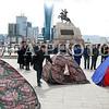 """2016 оны дөрөвдүгээр сарын 11. """"Монголоо аврах хөдөлгөөн""""-ний дэмжигчид УИХ-ын дарга З.Энхболдыг огцор хэмээн шаардан Чингисийн талбайд майхан босголоо.  ГЭРЭЛ ЗУРГИЙГ Б.БЯМБА-ОЧИР/MPA"""