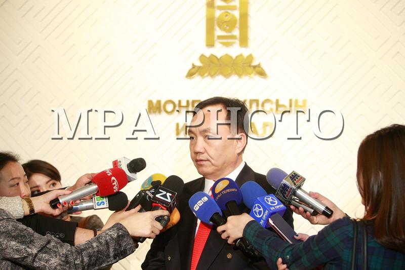 2016 оны дөрөвдүгээр сарын 7. УИХ-ын пүрэв гаригийн нэгдсэн хуралдаанаар Монгол Улсын Их хурлын болон аймаг, нийслэлийн ИТХ-ын сонгуулийн зардлын хэмжээг батлах тухай УИХ-ын тогтоолын төслийг хэлэлцлээ. Сонгуулийн тухай хуулийн 38 дугаар зүйлд Хүн амын тоог сонгуулийн нутаг дэвсгэртэй харьцуулан зардлыг тухай бүр тогтооно гэж заажээ. Энэ дагуу Сонгуулийн ерөнхий хороо 16.4 тэрбум төгрөгөөр зардлыг тооцож, УИХ-д орууллаа. ГЭРЭЛ ЗУРГИЙГ Б.БЯМБА-ОЧИР/MPA