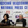 """2016 оны дөрөвдүгээр сарын 13. """"Эрхээ Хамгаалья"""" ТББ-ын зүгээс Монгол Улсын Ерөнхий Сайд  Ч.Сайханбилэгт шаардлага хүргүүлэх талаар мэдээлэл хийлээ. ГЭРЭЛ ЗУРГИЙГ Г.ӨНӨБОЛД / МРА"""