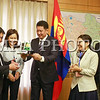 2016 оны Аравдугаар сарын 05.  Монгол улсын анхны хиймэл дагуул хөөргөх ажлын хэсгийн хамт олныг Шадар сайд хүлээн авч уулзалаа. ГЭРЭЛ ЗУРГИЙГ Б.БЯМБА-ОЧИР/MPA