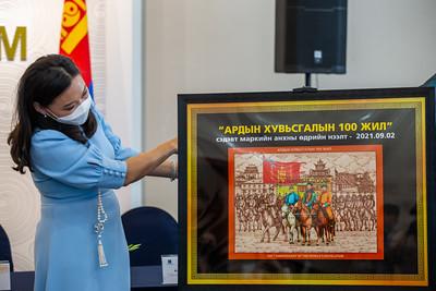 2021 оны есдүгээр сарын 2. Ардын хувьсгалын 100 жилийн маркны нээлт боллоо.   ГЭРЭЛ ЗУРГИЙГ Б.БЯМБА-ОЧИР/MPA