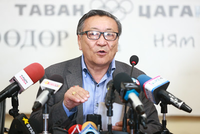2019 оны тавдугаар сарын 08.                                                      Байгаль орчны салбарын мэргэжилтнүүд Улаанбаатар хотын ногоон байгууламжийн асуудлаар мэдээлэл хийлээ.                                               ГЭРЭЛ ЗУРГИЙГ Б.БЯМБА-ОЧИР/MPA