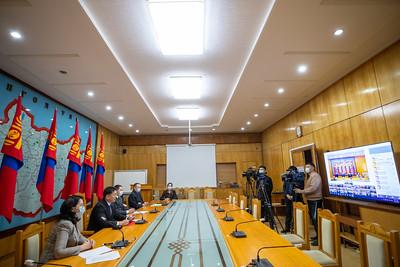 2020 оны арванхоёрдугаар сарын 21. Боловсролын багц хуулийн цахим хэлэлцүүлэг болж байна. Хэлэлцүүлэгт Монгол Улсын Ерөнхий сайд У.Хүрэлсүх, УИХ-ын Боловсрол, соёл, шинжлэх ухаан, спортын байнгын хорооны дарга Ж.Мөнхбат, Боловсрол, шинжлэх ухааны сайд Л.Цэдэвсүрэн, дэд сайд Г.Ганбаяр нарын холбогдох албаныхан оролцож, 21 аймаг, нийслэлийн 9 дүүргийн боловсролын байгууллагын удирдлагуудын саналыг сонсож байна.      ГЭРЭЛ ЗУРГИЙГ Б.БЯМБА-ОЧИР/MPA