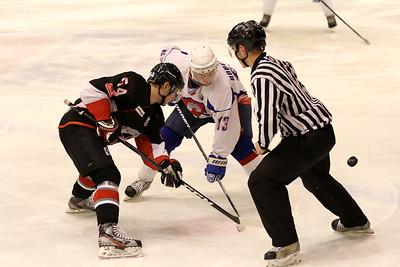 Челябинская команда Высшей хоккейной лиги Челмет уступила в Саратове местному Кристаллу со счетом 3:6