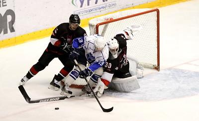 Челябинская команда высшей хоккейной лиги Челмет в овертайме обыграла ХК Рязань со счетом 3:2.