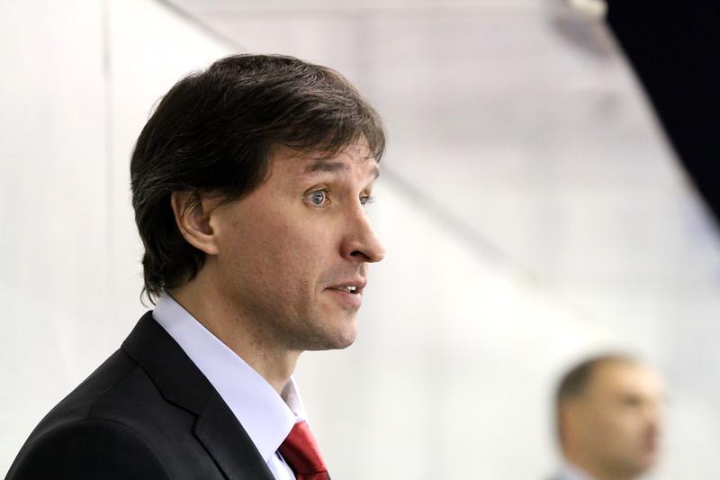 Официальный сайт хоккейного клуба Трактор сообщил о перестановках в тренерском штабе команды Высшей хоккейной лиги Челмет.