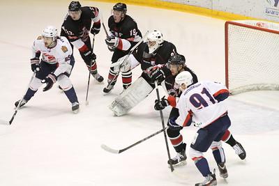 Челябинская команда Высшей хоккейной лиги Челмет проиграла на своем льду красноярскому Соколу со счетом 0:3.