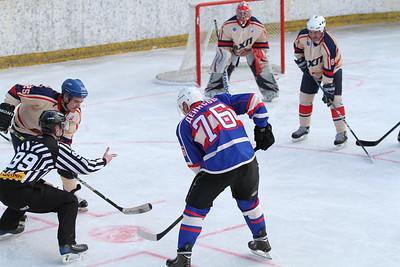 Накануне Русской классики состоялся матч под открытым небом, в котором между собой сыграли руководители Высшей хоккейной лиги против сборной администрации города Челябинска