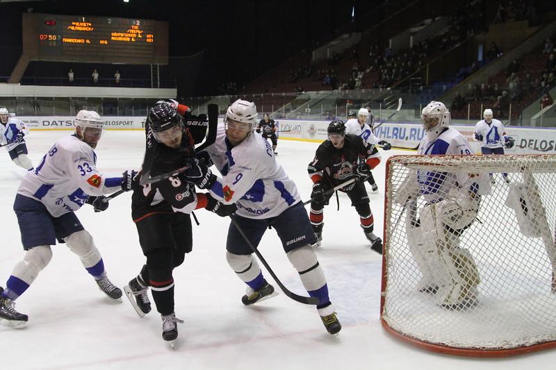 Челябинская команда Высшей хоккейной лиги Челмет уступила по буллитам ТХК со счётом 3:4.