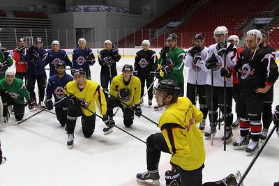 Челябинская команда Высшей хоккейной лиги Челмет провела первую тренировку в новом сезоне после выхода из отпуска.