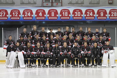 Челябинская команда Высшей хоккейной лиги Челмет после победы на турнире в Нижнем Тагиле возобновила подготовку к сезону у себя дома в Челябинске.