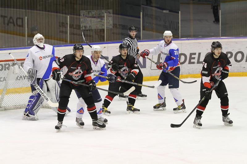 Челябинская команда Высшей хоккейной лиги Челмет выиграла по буллитам у Ариады из Волжска со счётом 2:1.