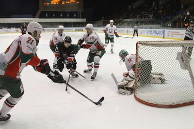 Челябинская команда Высшей хоккейной лиги Челмет обыграла со счётом 3:2 казанский Барс в последнем домашнем матче регулярного чемпионата.