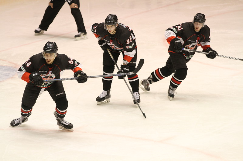 Челябинская команда Высшей хоккейной лиги Челмет проиграла в Пензе местному Дизелю со счётом 0:3.