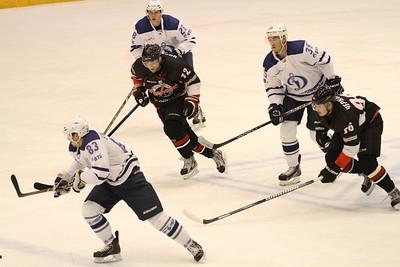 Челябинская команда Высшей хоккейной лиги Челмет выиграла у себя дома у подмосковного Динамо со счётом 3:0.