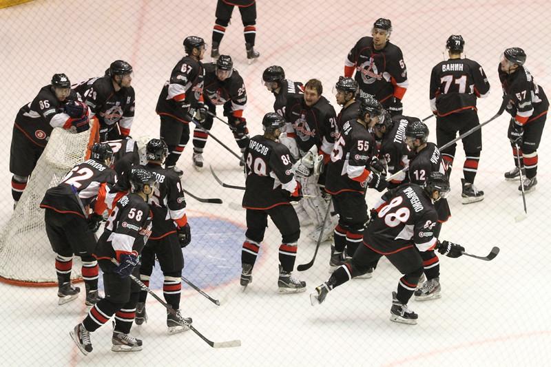 Челябинская команда Высшей хоккейной лиги Челмет потерпела разгромное поражение в Сарове со счётом 0:5
