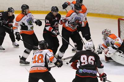 Челябинская команда Высшей хоккейной лиги Челмет провела второй товарищеский матч против Ермака из Ангарска.