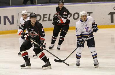 Челябинская команда Высшей хоккейной лиги Челмет проиграла в Усть-Каменогорске местному Казцинк-Торпедо со счётом 2:3.