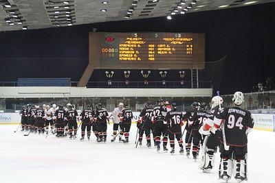 Челябинская команда Высшей хоккейной лиги Челмет выиграла у пермского Молота-Прикамье со счётом 5:3.