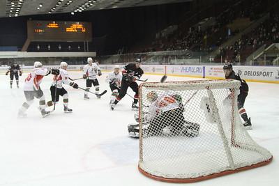 Челябинская команда Высшей хоккейной лиги Челмет с разгромным счётом 0:5 проиграла у себя дома Нефтянику из Альметьевска.