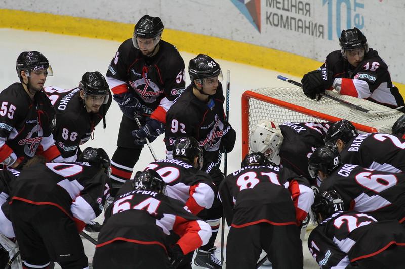 Челябинская команда Высшей хоккейной лиги Челмет проиграла в Тюмени местному Рубину со счётом 0:3.