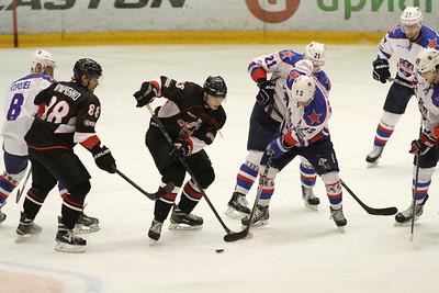Челябинская команда Высшей хоккейной лиги Челмет проиграла в Кондопоге СКА-Карелии со счётом 2:4.
