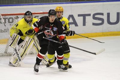 Челябинская команда Высшей хоккейной лиги Челмет проиграла на своем льду Сарыарке из Караганды со счётом 1:7 и завершила свое выступление в нынешнем сезоне.