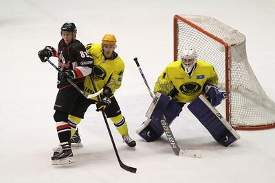 Челябинская команда Высшей хоккейной лиги Челмет уступила в Караганде в первом матче плей-офф местной Сарыарке со счётом 1:2.