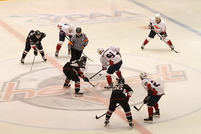 Челябинская команда Высшей хоккейной лиги Челмет проиграла на своем льду красноярскому Соколу со счётом 3:4.