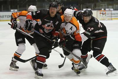 Челябинская команда Высшей хоккейной лиги Челмет одержала первую победу в новом сезоне.