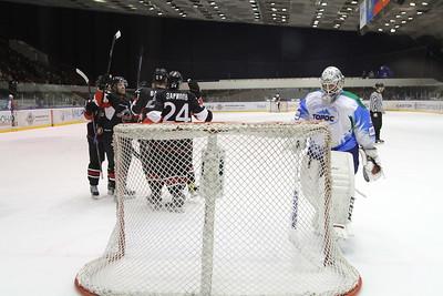 Челябинская команда Высшей хоккейной лиги Челмет обыграла у себя дома нефтекамский Торос со счётом 3:2.