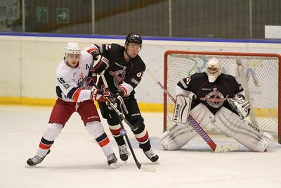 Челябинская команда Высшей хоккейной лиги Челмет проиграла курганскому Зауралью со счетом 1:5 у себя дома.