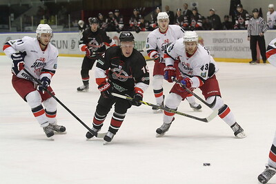 Челябинская команда Высшей хоккейной лиги Челмет выиграла в Кургане у местного Зауралья со счётом 2:1.