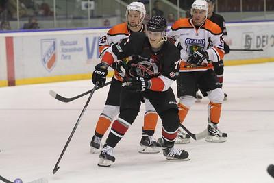 Челябинская команда Высшей хоккейной лиги Челмет выиграла у Ермака из Ангарска со счётом 2:1.