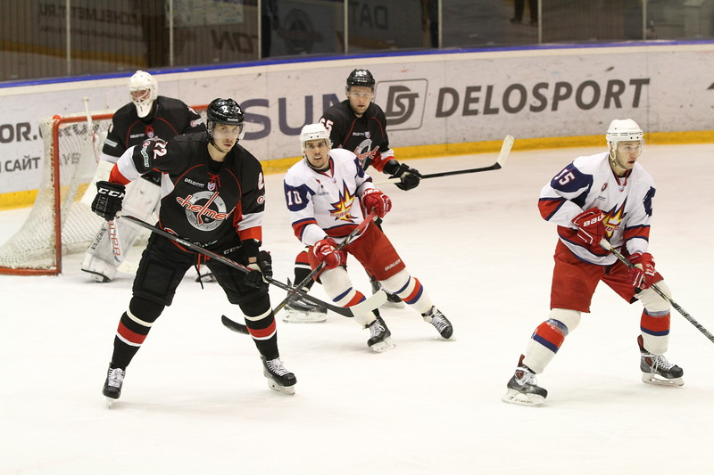 Челябинская команда Высшей хоккейной лиги Челмет уступила ижевской Ижстали со счётом 1:2.