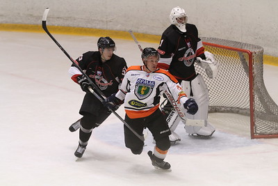 Челябинская команда Высшей хоккейной лиги Челмет выиграла по буллитам у Ермака из Ангарска со счётом 3:2.